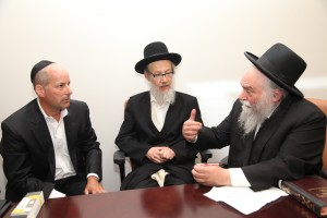 HaRav Shlomo Miller discussing the details of the Zman Switch with Mr. William Thea.